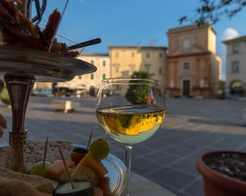montefalco-degustazione-vino500x400